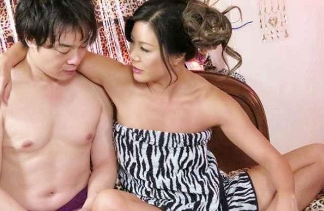 【熟女】『ンフフ、かわいいわね♡』元ヤンキーのOLおばさんが男を犯す逆セクハラ!逆らえずに身を任せるしかない部下w