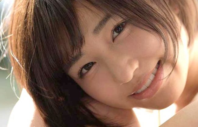 【唯井まひろ】透明感ハンパない18歳美少女!『すっごい恥ずかしいです…♥』JK制服で悶えて濡れるコスプレSEX!!
