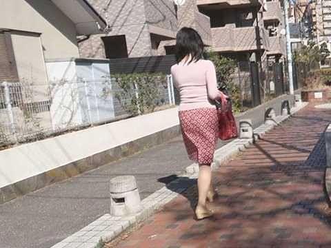 【レイプ】街で見かけた人妻を拉致して強姦!電マ挿しっぱなしのオマ○コ刺激にイラマチオ!抵抗もできず犯られ続ける…!