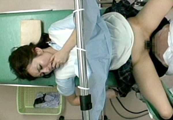 【企画】『こ、これって本当に診察なんですか…』セクハラ医師が立場を利用し診察レイプ!制服姿で寝取られ中出しされるJK!