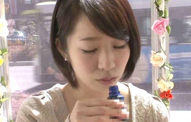 【MM号】上品セレブな人妻が媚薬に堕ちる!『あ゙ぁッいいッ!イグぅッ!!』アヘ顔全開の痙攣絶頂!媚薬即効キメセク奥様!