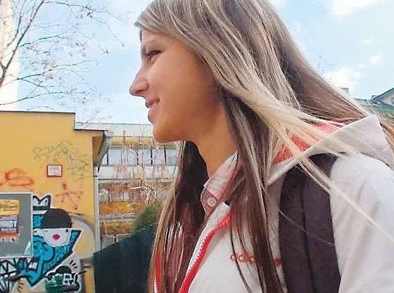 【洋ロリ】世界が恋するロシアの天使!パイパンマ○コに爆乳おっぱい、JKコスで見つめる着衣騎乗位SEXに絶頂!!