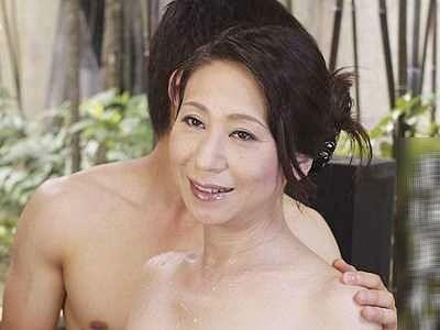 【熟女】愛する息子のチ○ポに狂う完熟おばさん!都会に疲れた息子を癒すしっとり濃厚SEX!!