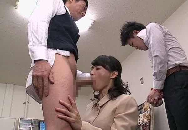 【熟女】『そっ、そんなに舐めちゃダメぇ…♡』パワハラ社長が人妻を強姦!盗撮した動画を奥さんに送って大逆転勝利w