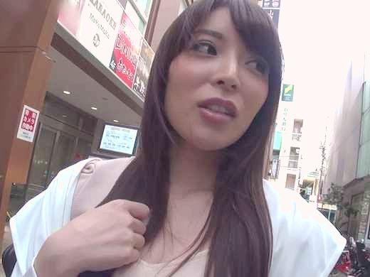【素人ナンパ】「えぇッ、これ撮ってるの?♥」爆乳肉食女子をナンパハメ撮り!!見上げる騎乗位に興奮の中出しSEX!!