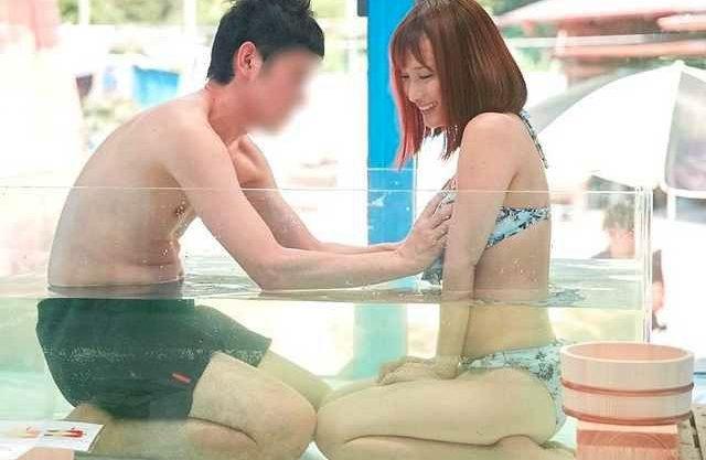 【MM号】『だめぇイっちゃう!』水着がセクシーな女子大生!初対面の男に素股マッサージ⇒エスカレートで中出しSEXww