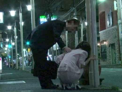 【レイプ】泥酔して路上で眠り込む女!介抱するフリして即ハメレイプ!抵抗できない美女を好き放題の鬼畜!