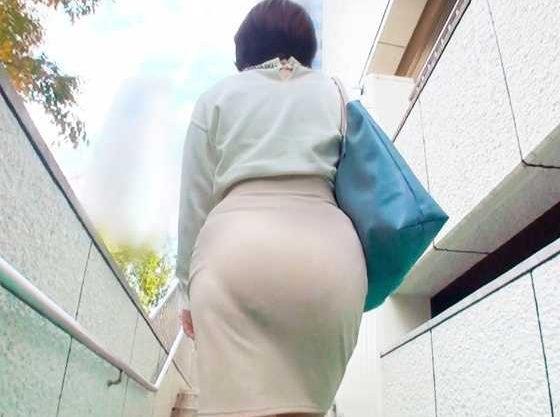 【人妻】『いやぁっダメ!ダメですよぉ!!』ムチムチのピタパン巨尻に興奮!衝動的に擦り付けて即ハメSEX!!