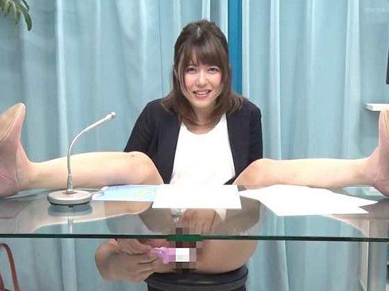 【MM号】『アナウンスの練習してみませんか!?』女子アナ志望のJDにHな特訓!カメラ目線で淫語を読み上げなし崩しSEX!