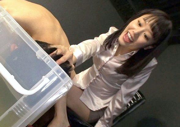 【M男】『オラっ!もっとおしっこ飲みなさいよッ!!』犯罪者を飲尿強制でお仕置き&言葉責め!放尿シャワーで調教するS級痴女