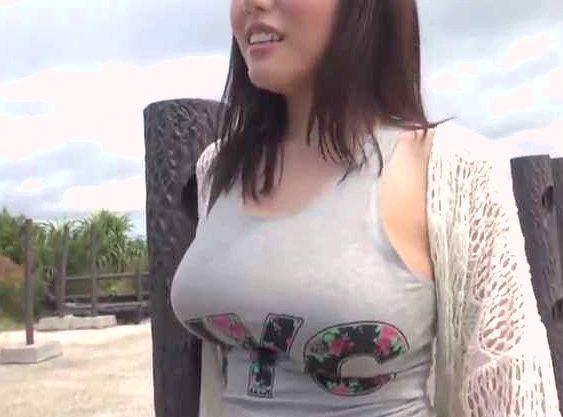 【素人ナンパ企画】『んっ…もっと突いて…♥』沖縄のビーチでGET!着衣巨乳の極上おっぱいギャル!即刻GETで悶絶SEX!