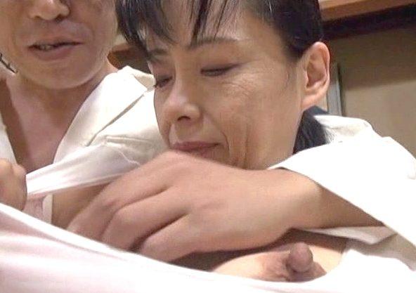【高齢熟女】『あぁッ…チ○ポ…気持ちいい…♥』還暦を過ぎても枯れない性欲!貞淑六十路ババアがチ○ポに恥じらう濃厚SEX!