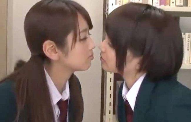 【レズ】『んっ…舌柔らかい…♡』仲良しすぎるJKが秘密の関係!!!濃密な唾液交換のベロチューでエスカレートする恋心www