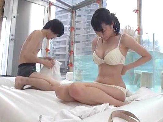 【素人企画】『ねぇ、ホントにしちゃう?♥』爆乳女子大生と男友達でエロミッション!全裸混浴で理性崩壊、悶絶SEX!