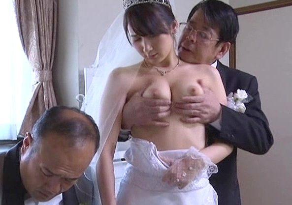 【ながえスタイル】『お前の奥さん、すげぇ濡れてるよ!』高額報酬と引換えに寝取られSEXを見せられる!必死で耐える夫だが…