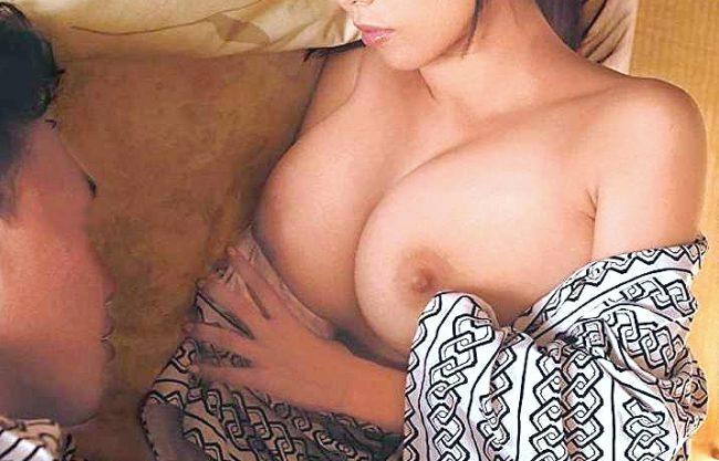 【企画】旅館側のミスでやむなく相部屋!同僚女子の胸チラに理性崩壊、爆乳むさぼる夜這い中出しSEX!!