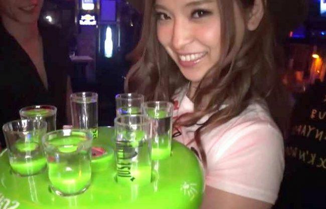 【爆乳】『あぁッ…ヤバイんですけど…♥』女優志望、Barで勤務のテキーラ娘が悶絶!泥酔ノリで店内中出しSEXに成功ww