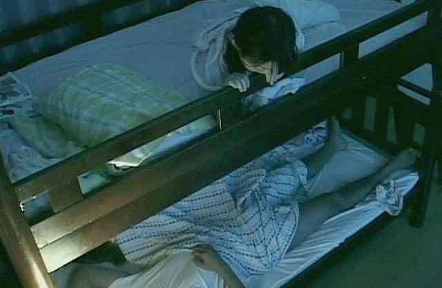 【企画】『お姉…ちゃん?』下段の姉が男とSEX!!ベッドの揺れで気づいた上段の妹が興味津々でのぞきw