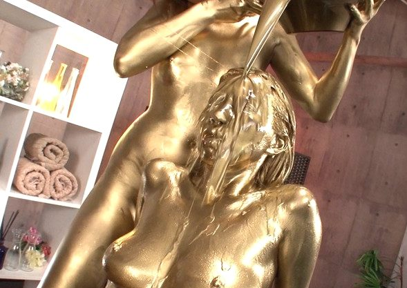 【メッシー】『んっ、そこヤバイ…♥』金ピカ人妻が悶えるWAMエステ!電マ激振動に身体くねらせてレズキスに悶えるフェチ動画