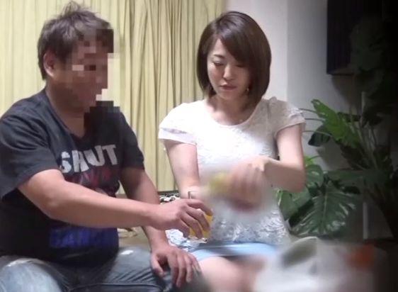 【人妻】『んっ、気持ちぃ…♥』連れ込んだ人妻と自宅Fuck!ガードが緩んだ瞬間を逃さないガチハメFuckでハメ撮り絶頂w