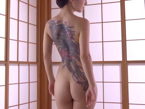 【刺青】『挿れたくなってきたわ…♥』スレンダー美ボディの姐さんが男を誘惑⇒最後に衝撃の展開が・・・!