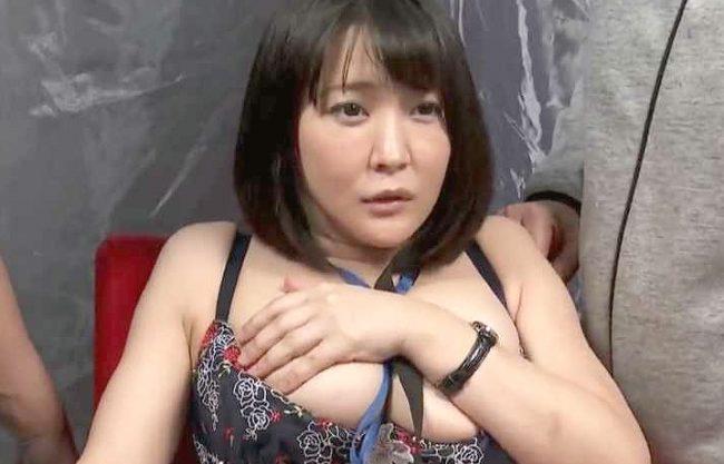 【MM号】『なんで私がこんな事…♥』爆乳ADがリハーサルで生ハメSEX!中出しまでされちゃって文句言えずに泣き寝入りww