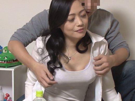 【人妻ナンパ企画】『んっ、ヤバい…♥』四十路主婦の美ボディに密着!勃起チ○ポに悶える痴態を盗撮されるおばさんw