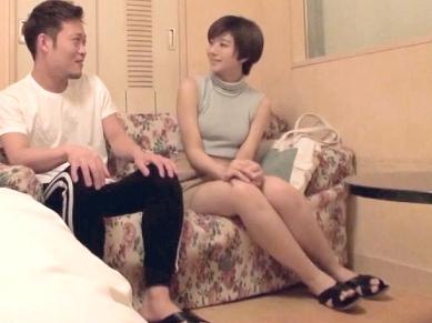 【素人】『なんか恥ずかしい…♥』ショートカットのスレンダー美人なお姉さん!ちっぱいボディを突きまくる悶絶ハメ撮り映像