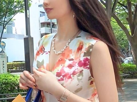 【人妻ナンパ】『ナマがいいの…♥』表参道でセレブ主婦をGET!スレンダー巨乳のモデル級ボディに激ピスで大量潮吹きww